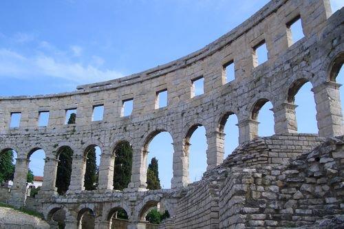 Аrena в Пуле и римский Колизей (Хорватия)
