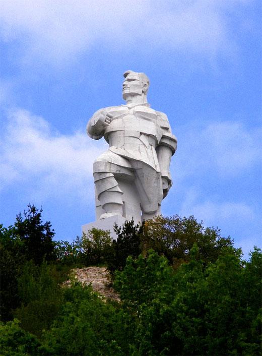 Монумент-памятник Федору Сергееву