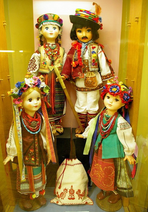 Этнографических куклы