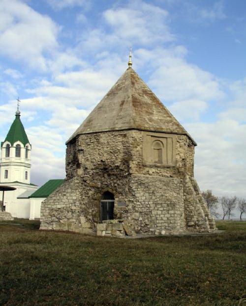 Восточный мавзолей или Церковь святого Николая