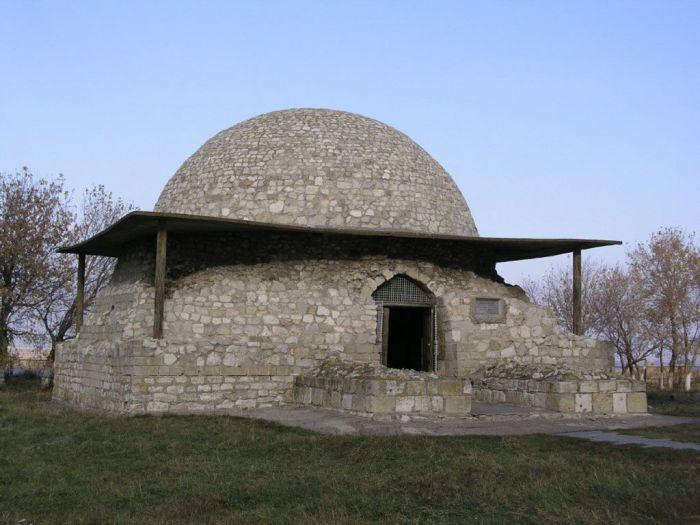 Северный мавзолей или Монастырский погреб