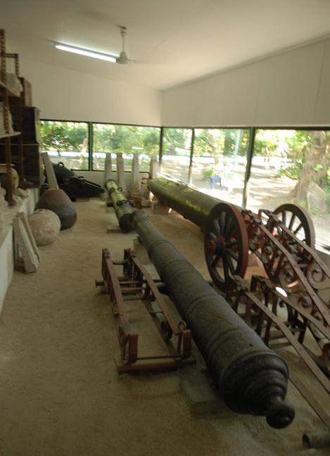 Коллекция древних орудий