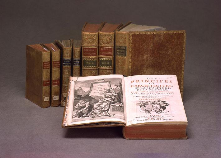 Коллекция книг музея