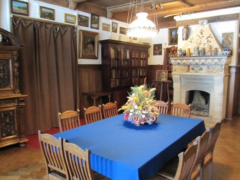 Центральная комната в музея-заповедника «Поленово»