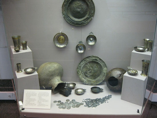 Экспозиция музея, посвященная древним кладам