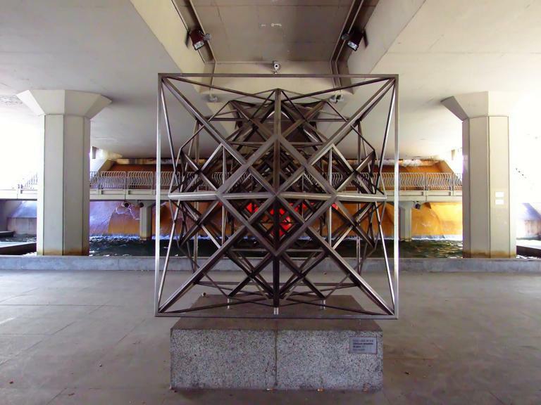 Скульптура Estructuración hiperpoliédrica del espacio