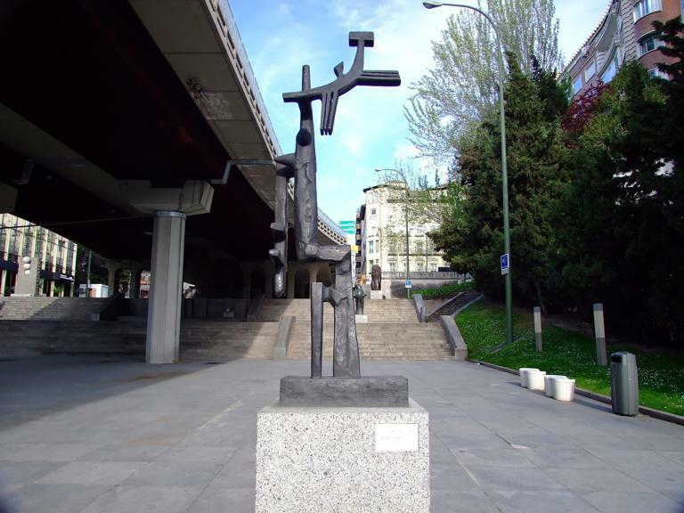 Скульптура Маленький серп