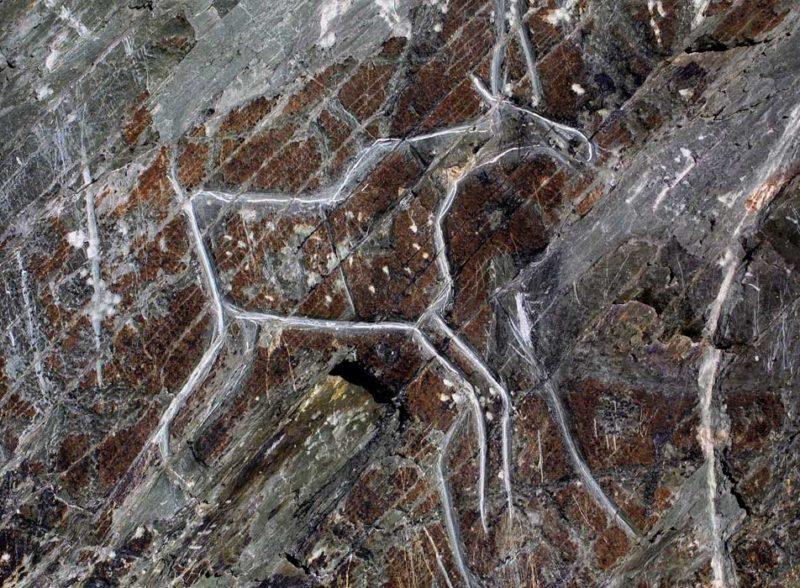 Скала с рисунками, относящимися к периоду неолита