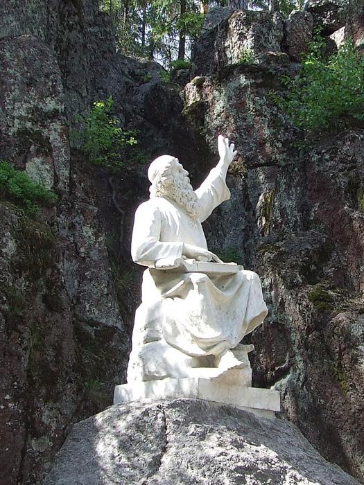 Памятник литературному герою Вейнемейнену
