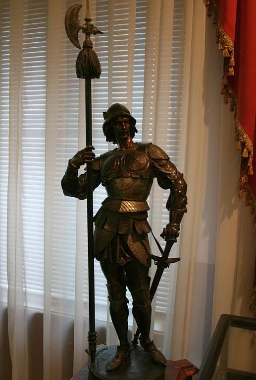 Скульптура рыцаря