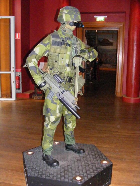 Инсталляция современного солдата