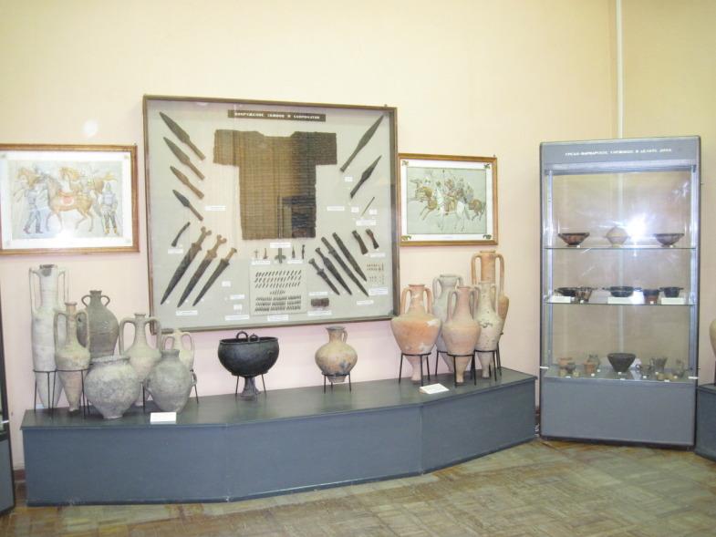 Образцы оружия и бытовые предметы азовчан