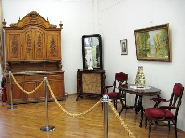 Первая экспозиция музея
