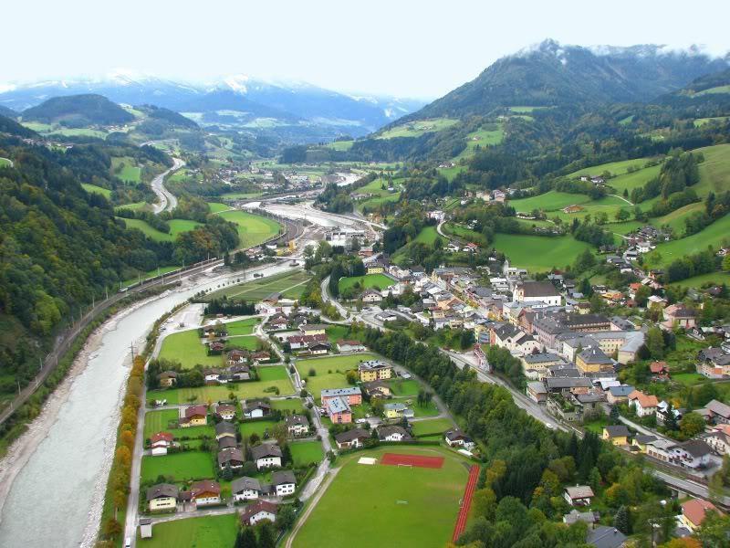 Вид на речку и городок