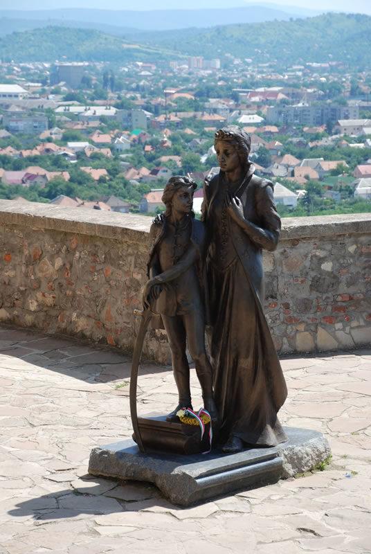 Памятник хозяйке Паланка и ее сыну