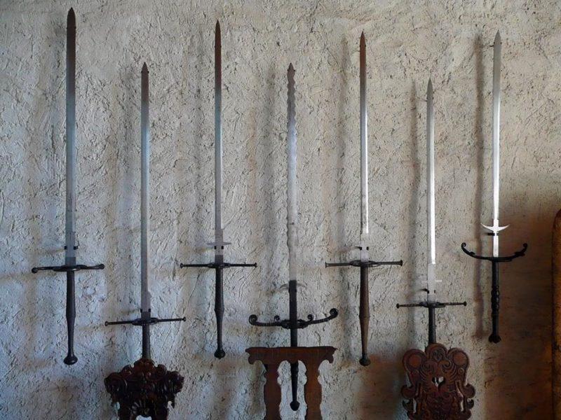 Собрание древнего оружия