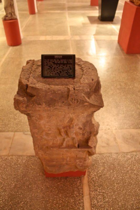Камень с надписями на языке финикийцев