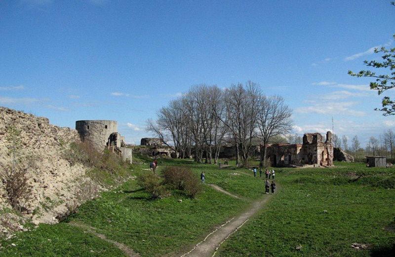 Экскурсия по территории крепости