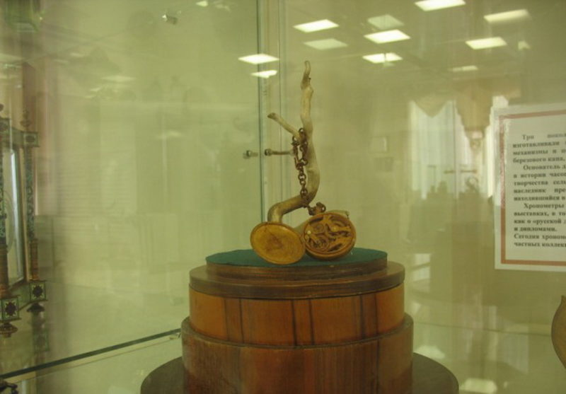 Деревянные часы мастеров Бронниковых