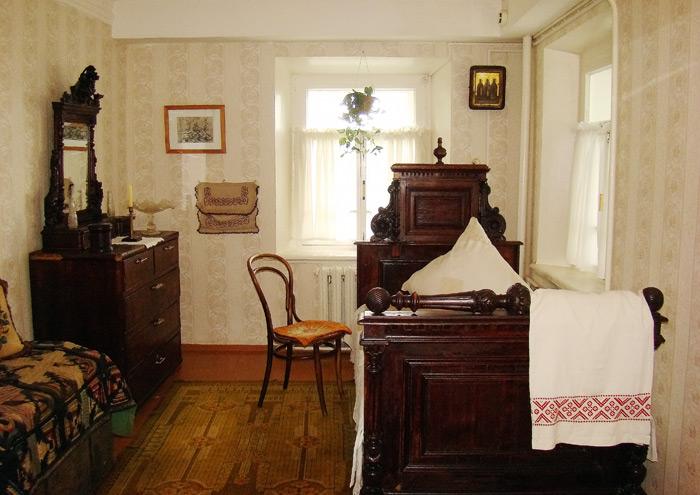 Интерьер жилой комнаты художника