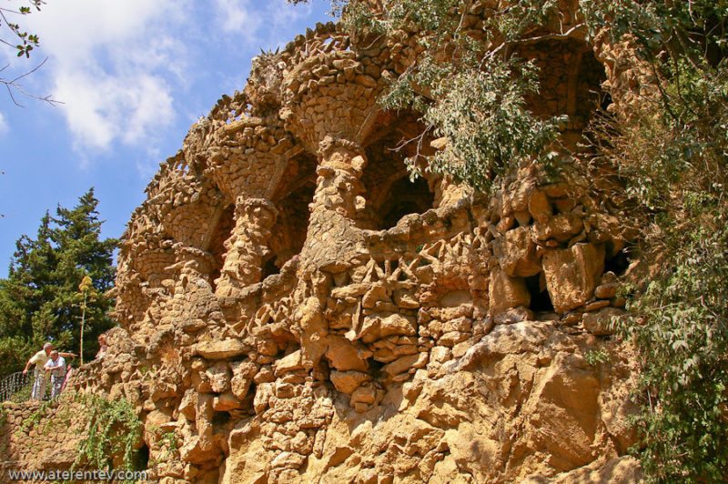 Галерея с каменными колоннами