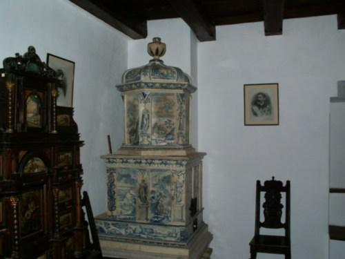 Образец старинной мебели
