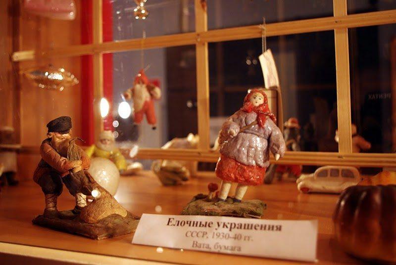 Экспонаты елочных игрушек