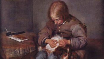 Мальчик ищет блох у своей собаки