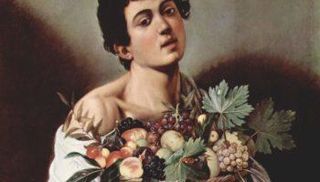 Юноща с корзиной фруктов