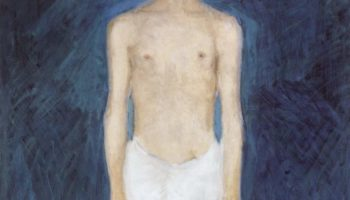 Автопортрет полуобнаженным на синем фоне