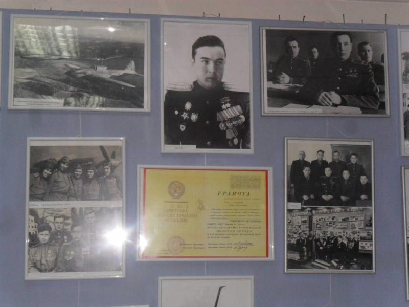 Фотографии с фронтовыми друзьями М. Г. Гареева